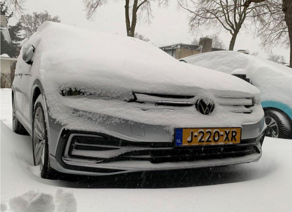 Sneeuw 7 feb 2021.JPG